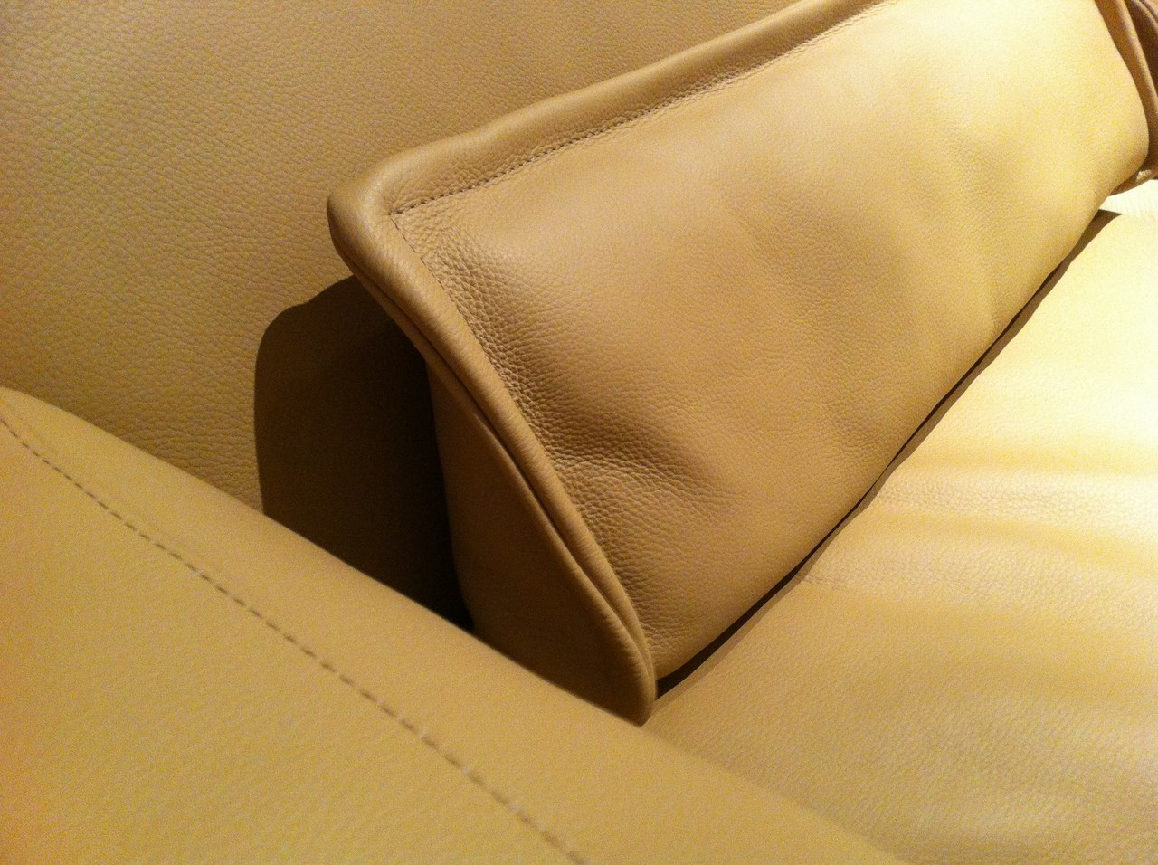 Des coussins en cuir pour mon canap blog de seanroyale for Coussin pour canape en cuir
