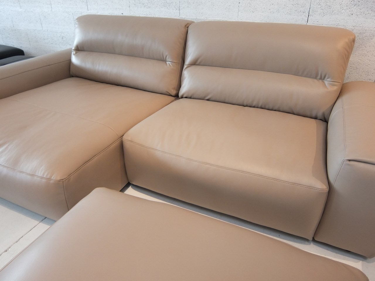 Canape d angle taupe cuir dropmein blog de seanroyale - Canape d angle cuir but ...