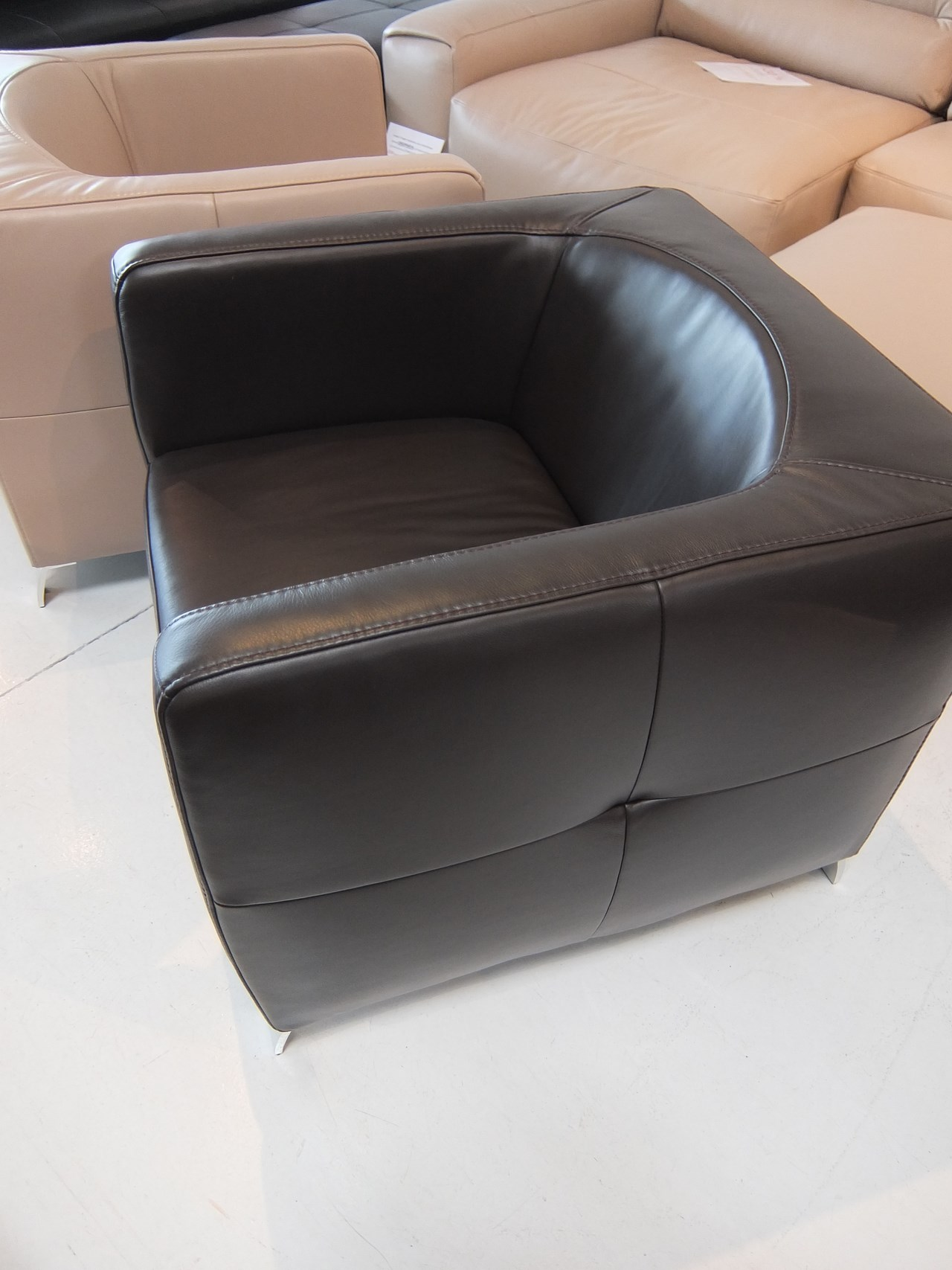 fauteuil am sugar cuir victory chocolat blog de seanroyale. Black Bedroom Furniture Sets. Home Design Ideas