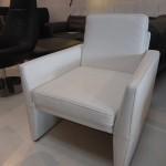 fauteuil-design-princedidi-cuir-nubia-neige-pieds-gaines