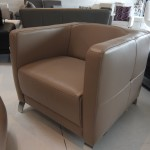 fauteuil-minimaliste-am-sugar-cuir-victory-taupe