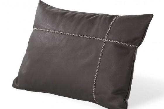 Coussin cuir rectangle coutures contrastées 60 x 40 cm