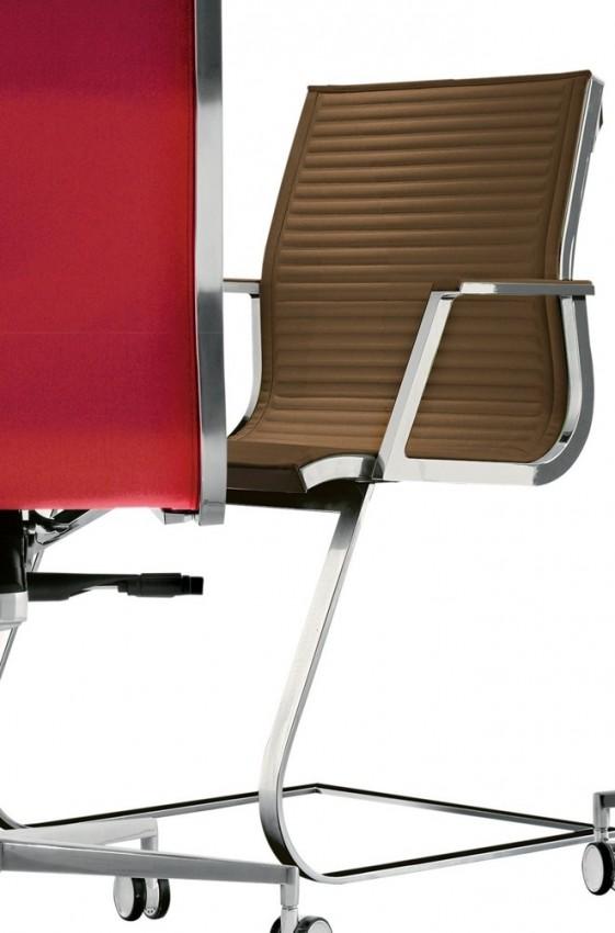 Fauteuil design accoudoirs pied luge en cuir HOWIE-SPECIAL
