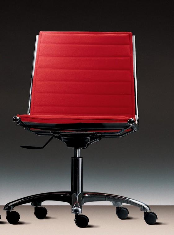 LIGHT fauteuil sans accoudoir dossier bas et roulettes en cuir