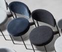 Verpan chaise SERIES 430 en tissus Kvadrat Raf SIMONS Hallingdal 65 gris clair ou gris foncé