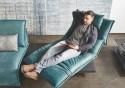 Canapé d'angle design HYPEnSPACE avec son ottomane, deux assises relax et pivotantes électriques