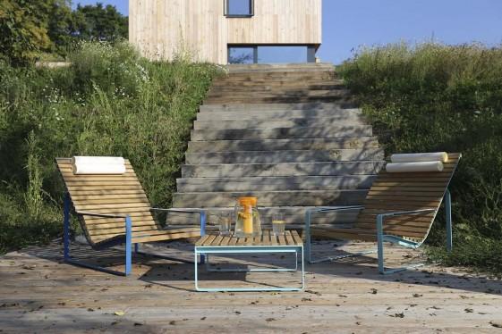 Fauteuil lounge transat PRÉVA, extérieur de jardin en métal acier de couleur et en bois massif