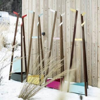 Porte manteau pour extérieur terrasse SALTO en métal acier de couleur et en bois massif