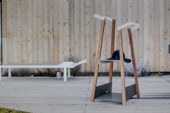 Valet pour extérieur terrasse SALTO en métal acier de couleur et en bois massif