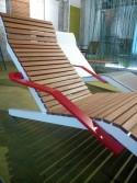 Chaise longue ALVA, extérieur de jardin en aluminium de couleur et bois massif