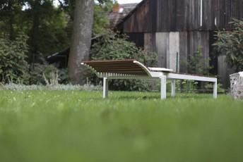 Bain de soleil ALVA, extérieur de jardin en aluminium de couleur et bois massif