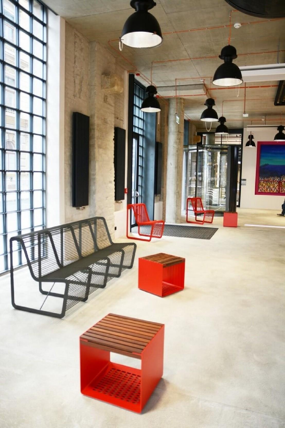 petite table ext rieur de terrasse radium en m tal. Black Bedroom Furniture Sets. Home Design Ideas