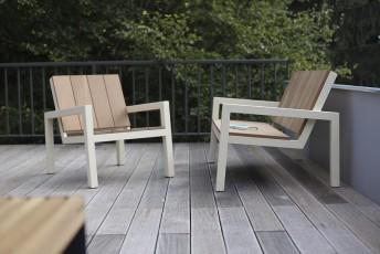 Petit fauteuil extérieur de jardin LAUREDE en métal acier de couleur et en bois massif