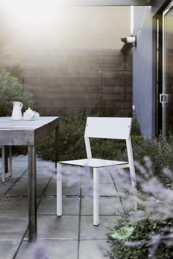 Chaise de jardin CORA en métal aluminium de couleur, assise et dossier en HPL de couleur