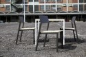 Table CORA carrée 86 cm pour salon de jardin en métal aluminium de couleur et en bois massif