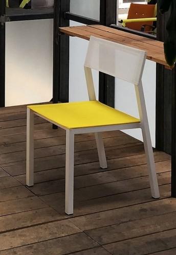 Chaise CORA, extérieur de jardin en métal aluminium de couleur, assise et dossier en tissu outdoor Batyline