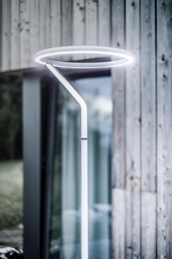 Lampadaire design droit LED LASO pour éclairage extérieur en métal acier et aluminium de couleur