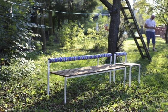 Banquette extérieure de jardin BISTROT en bois massif et acier de couleur
