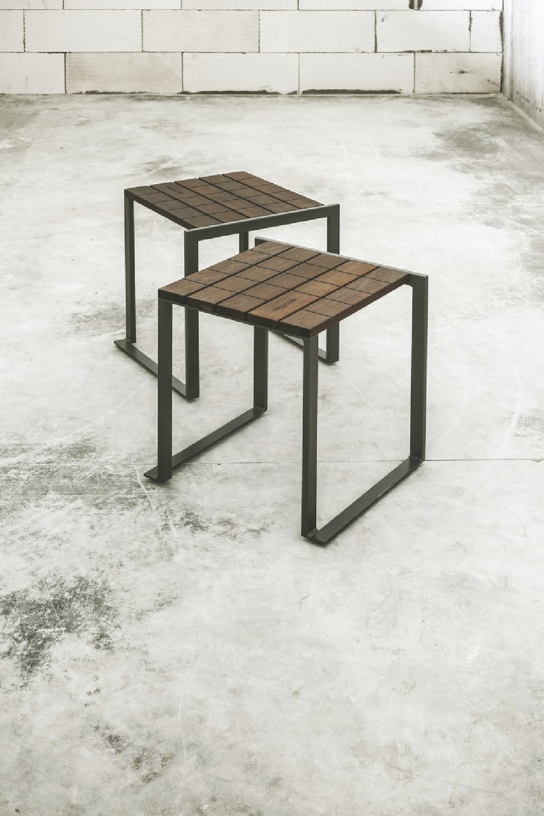 tabouret ext rieur de jardin bistrot en bois massif et acier de couleur seanroyale. Black Bedroom Furniture Sets. Home Design Ideas