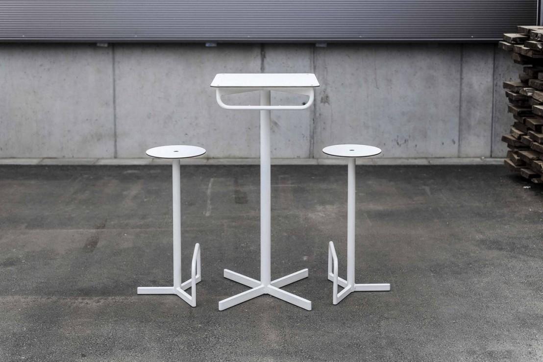 Table de bar extérieur de jardin BISTROT BAR carrée en acier ...