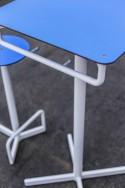 Ensemble de bar extérieur, Table de bar et 2 tabourets BISTROT BAR en acier de couleur et HPL de couleur