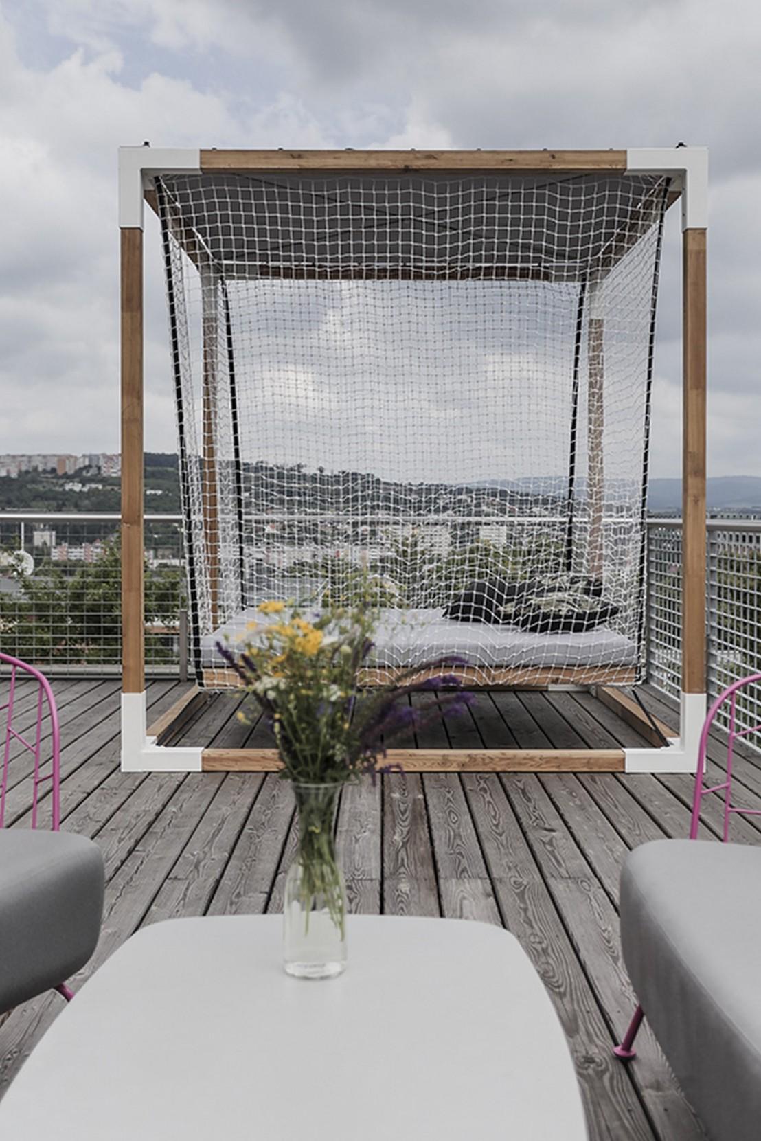 Lit Exterieur Design lit de jardin hamac suspendu en cage leva : mobilier de