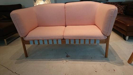 Canapé DOWEL 2 places, chêne massif et tissu Kvadrat laine vierge rose