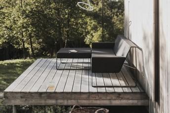 Salon de jardin design canapé + pouf MOJA + lampe LASO