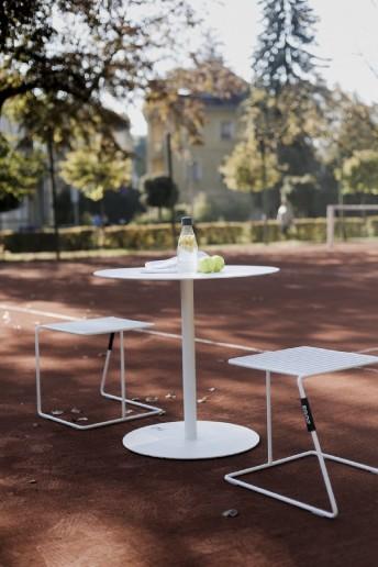 Salon de jardin, table ronde bistrot SPULKA et 2 tabourets TINA teinte au choix
