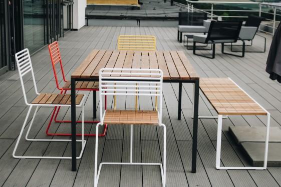 Salon de jardin, table rectangulaire CORA, banc BISTROT et 4 chaises TINA  métal acier de couleur et bois massif - SEANROYALE