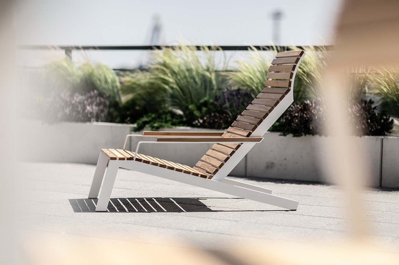 ALVA fauteuil transat extérieur en aluminium de couleur et bois massif