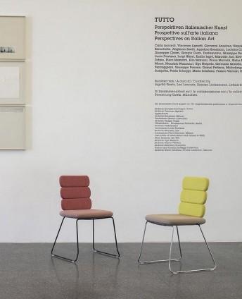 Chaises CLUSTER pieds luge, 3 éléments dossiers, par 2 chaises