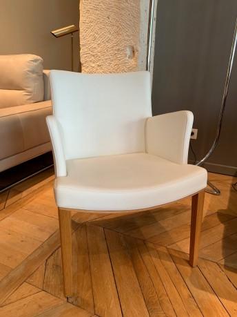 Fauteuil lounge MORITZ, chêne naturel huilé & cuir Prince blanc