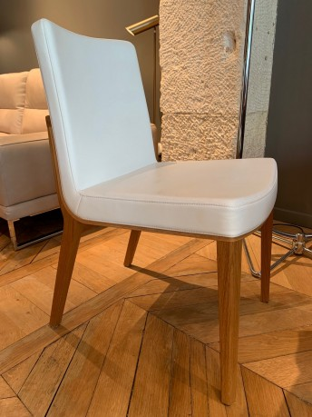 Chaise MORITZ, chêne naturel huilé & cuir Prince blanc