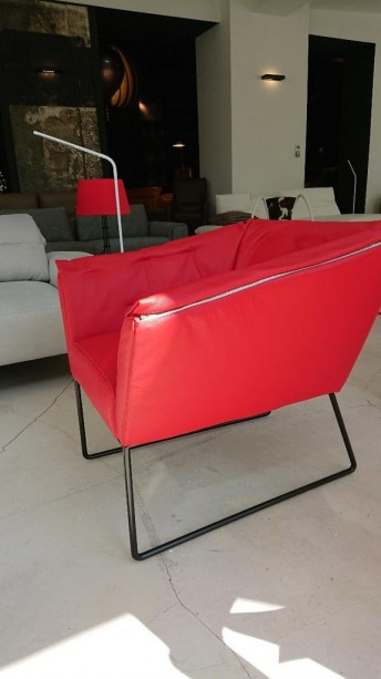 Petit fauteuil design cuir rouge HAPPY.SIXTEEN