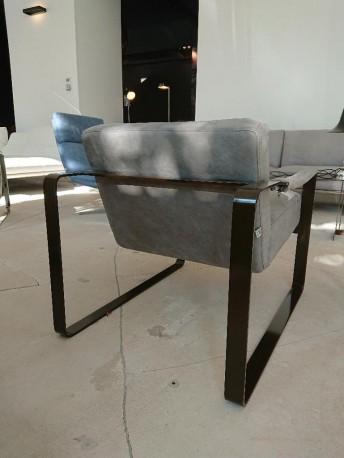 Fauteuil cubique RON cuir gris foncé poncé