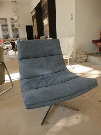 ALLYE.JAY fauteuil cuir poncé picotant design bleu jean