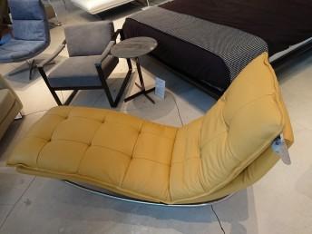 Chaise longue design en cuir jaune safran à bascule SWING-SWING