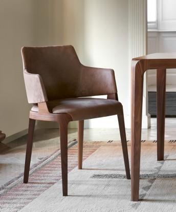 Petit fauteuil de table VELIS en noyer ou frêne tapissé cuir, tissu ou nubuck