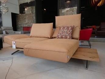 Canapé 2 places cuir beige sur base bois IDOLATION assises pivotantes chaises-longues