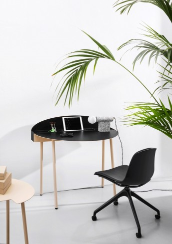 Bureau compact électrifié en métal de couleur CRONO et cuir noir, LUXY