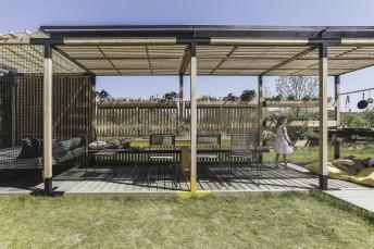 Tonnelle de jardin LÉVA autoportante en bois massif et acier de couleur