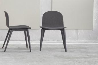 Blaine-R, chaises par 4 en hêtre laqué, tapissées de tissu