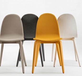 Bliss, chaises par 4 en hêtre tapissées tissu et laquées